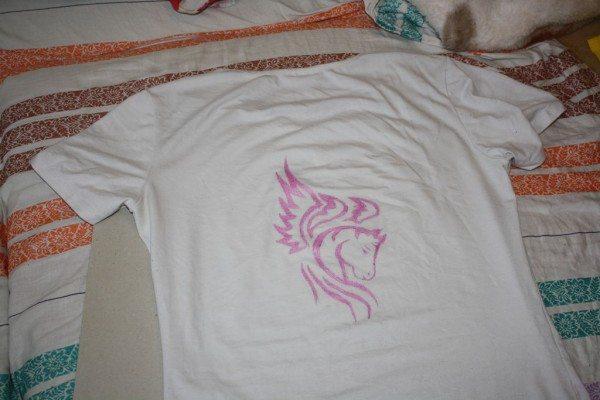 Батик на футболке