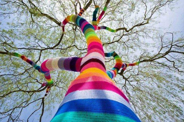 рукодельное обвязанное дерево
