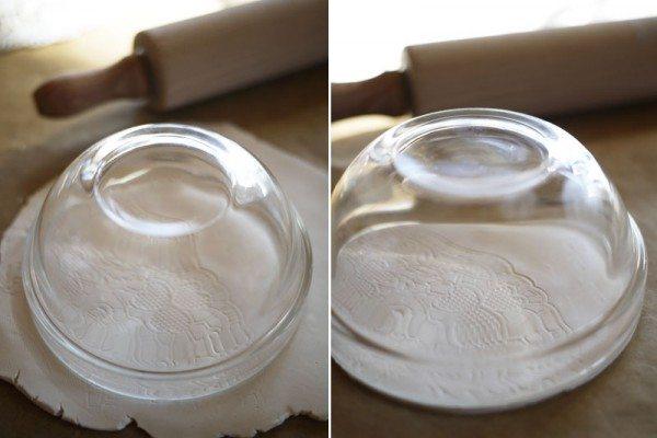 обрезаем лишнюю полимерную глину по кругу