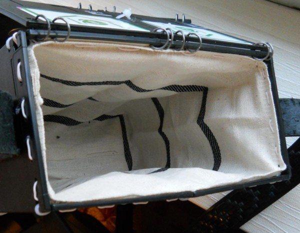 внутри сумки из дискет