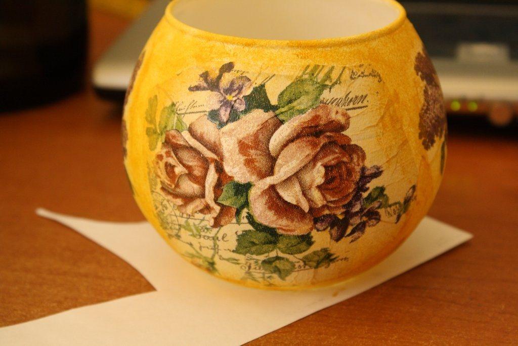 ваза со стороны розы