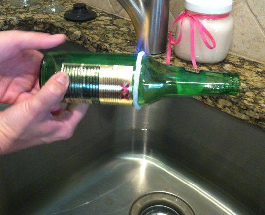 зажигаем нить по месту отреза бутылки
