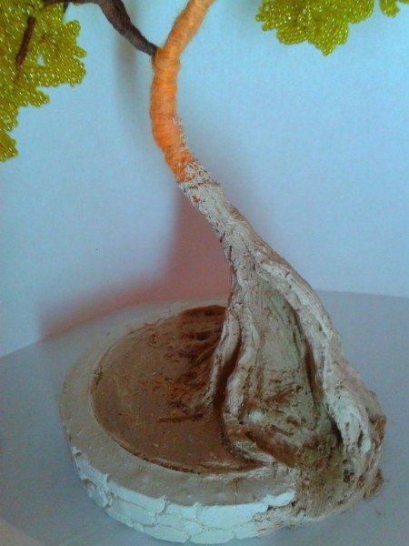 делаем корни дереву из бисера