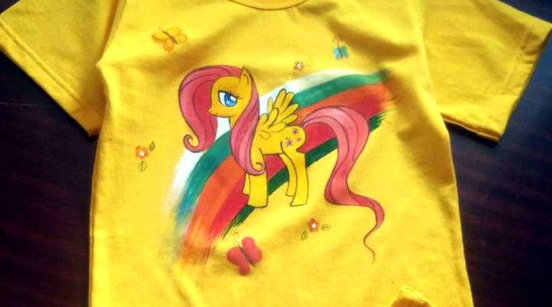 Роспись футболки красками